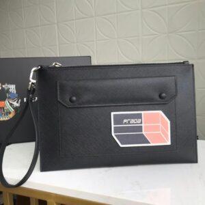 Clutch Prada cầm tay họa tiết hình hộp CLP15