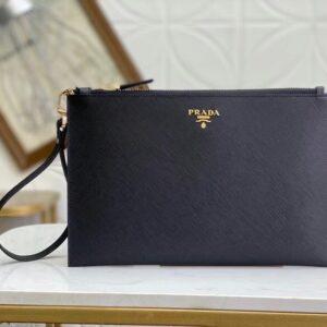 Clutch Prada cầm tay họa tiết logo vàng CLP11