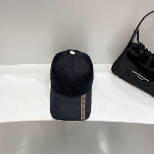 Mũ nam Louis Vuitton họa tiết caro màu đen MLV02