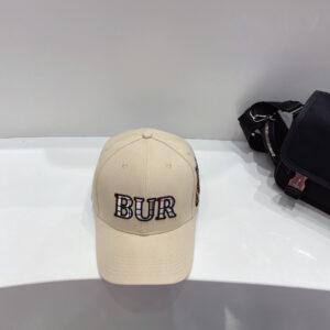 Mũ nam Burberry siêu cấp họa tiết chữ màu trắng MBB05