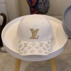Mũ nam Louis Vuitton siêu cấp họa tiết đính đá màu trắng MLV14
