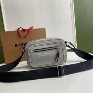 Túi đeo chéo nam Burberry họa tiết in chữ màu trắng TDB14