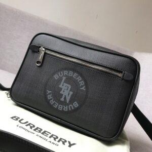 Túi đeo chéo nam Burberry họa tiết kẻ ô màu xám TDB13