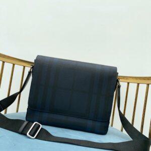 Túi đeo chéo nam Burberry siêu cấp họa tiết kẻ ô màu xanh TDB12