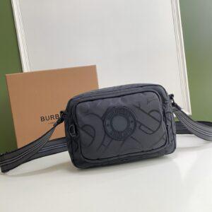 Túi đeo chéo nam Burberry họa tiết logo chữ tròn TDB01