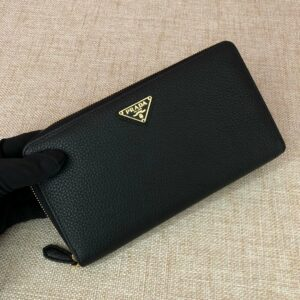 Ví nam Prada cầm tay họa tiết logo tam giác màu vàng VNP12