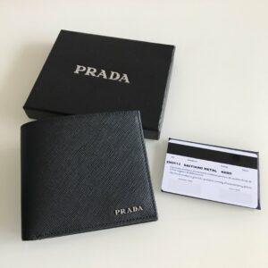 Ví nam Prada cầm tay họa tiết logo chữ nổi VNP14