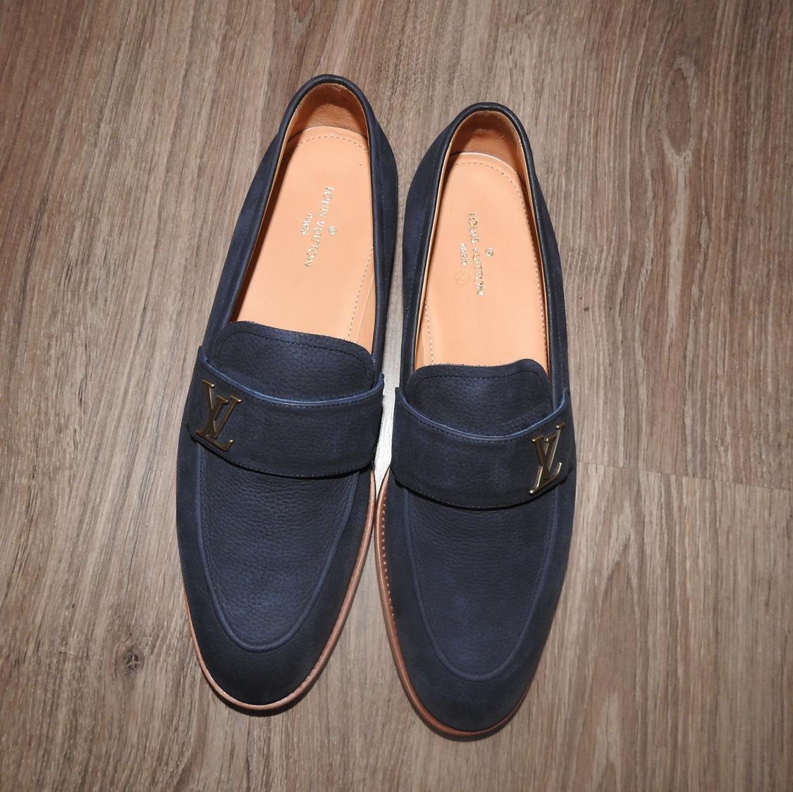 Mẫu giày này có thể kết hợp với nhiều trang phục khác nhau