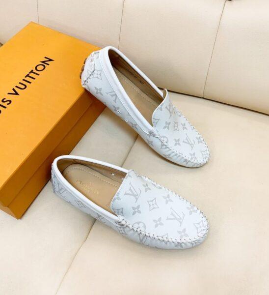 Giày lười Louis Vuitton họa tiết hoa trắng